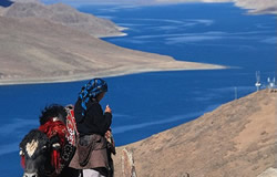 Yamdrok-tso Lake of Tibet